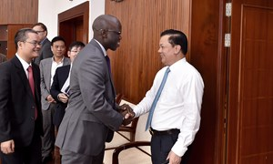 Bộ trưởng Đinh Tiến Dũng làm việc với Giám đốc Quốc gia WB tại Việt Nam