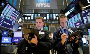 Chứng khoán Mỹ tiếp tục lao dốc bất chấp những kế hoạch hỗ trợ mới từ Fed