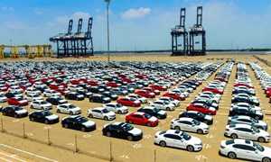 Chỉ riêng quý I/2019, ô tô nhập về Việt Nam đã bằng