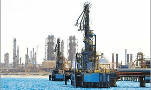 Khó lường với giá dầu