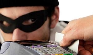 Đề phòng trộm cắp thẻ tín dụng: Tránh đưa chân vào bẫy