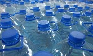 Con người tiêu hóa khoảng 200 vụn nhựa nhỏ mỗi ngày