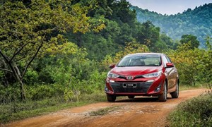 Toyota bất ngờ giảm giá mạnh cho Vios, tặng phí trước bạ cho Altis
