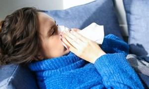 Bác sĩ cho lời khuyên bảo vệ sức khỏe cho gia đình khi thời tiết thất thường