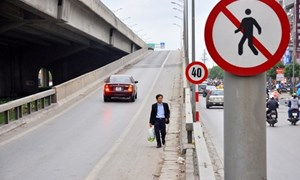 Người đi bộ có thể bị phạt đến 200 nghìn đồng nếu vi phạm giao thông