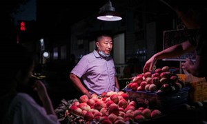 Trung Quốc cảnh báo bất ổn từ đại dịch đeo bám phục hồi kinh tế
