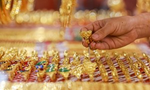 Thị trường trầm lắng khi giá vàng trong nước lên cao kỷ lục