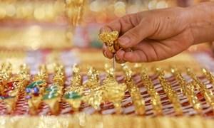 Vàng trong nước biến động từng giờ, tiệm cận giá thế giới