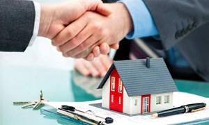 Nhân viên ngân hàng chật vật tìm khách vay mua bất động sản
