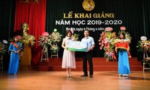 Vietcombank tặng 20 suất học bổng trị giá 200 triệu đồng cho sinh viên Học viện Ngân hàng