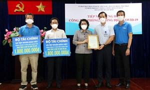 Bộ Tài chính tặng 6.000 túi quà an sinh cho người dân khó khăn tại TP. Hồ Chí Minh
