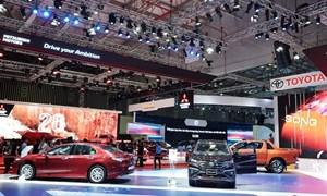 Hàng loạt ô tô hạ giá cả trăm triệu đồng