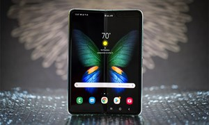 Điện thoại màn hình gập Galaxy Fold lại cháy hàng tại Trung Quốc