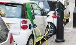 Ngành công nghiệp xe hơi khốn đốn khi kỷ nguyên xe điện lên ngôi