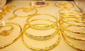 Vàng trang sức: Cầm vàng mà đánh rơi vàng
