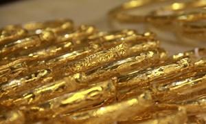 Giá vàng trong nước nhấp nhổm đi xuống
