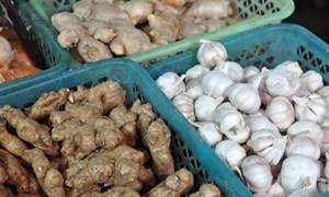Nông sản Trung Quốc vẫn ùn ùn đổ vào chợ Việt