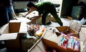 Phát hiện hai kho chứa hàng giả ở Đồng Xuân - Hà Nội
