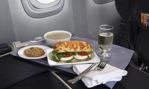 Các hãng hàng không Mỹ cạnh tranh nhau cả về... khẩu phần ăn trên chuyến bay