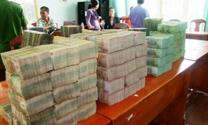 Làm rõ các đối tượng bao che, tiếp tay cho buôn lậu tiền qua biên giới