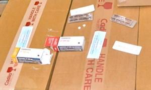 Bắt giữ lô hàng 30.000 viên thuốc gây nghiện quá cảnh qua Tân Sơn Nhất