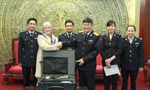 Hải quan Việt Nam tiếp nhận thiết bị phát hiện hàng cấm do Hoa Kỳ tài trợ