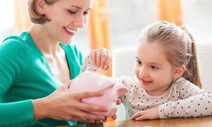 Dạy trẻ tiêu tiền không bao giờ là sớm