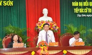 Ủy viên Bộ Chính trị, Trưởng Ban Kinh tế Trung ương Vương Đình Huệ tiếp xúc cử tri tỉnh Bình Định