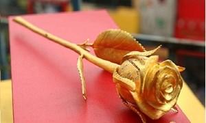 Quà tặng 8/3: Hoa tươi dự báo tăng giá, hoa dát vàng gây sốt