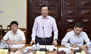 Bộ trưởng Bộ Tài chính Đinh Tiến Dũng làm việc với tỉnh Quảng Bình