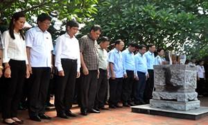 Bộ Tài chính dâng hương tri ân các anh hùng liệt sĩ tại Tuyên Quang