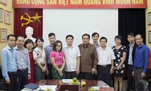 Đoàn công tác Bộ Tài chính Lào thăm và làm việc tại Tạp chí Tài chính