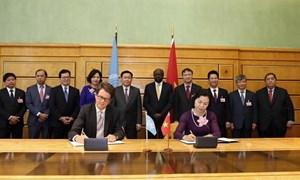 Bộ Tài chính ký kết các chương trình hợp tác với WHO, UNCTAD và IRU