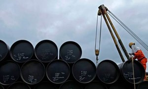 Giá dầu đạt kỉ lục từ 2014, đối mặt khả năng