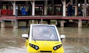 """Ôtô """"bơi"""" được khi ngập lụt giá 18.000 USD"""