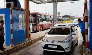 Từ hôm nay (25/1), dừng xe quá 5 phút ở trạm BOT sẽ bị xử phạt