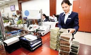 Ngân hàng tăng lãi suất, tặng quà để hút tiền gửi sau Tết
