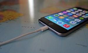 Sạc qua đêm có làm hỏng pin điện thoại?