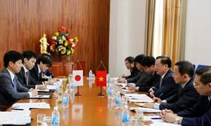 Bộ trưởng Đinh Tiến Dũng làm việc với Thứ trưởng Bộ Ngoại giao Nhật Bản Kazuyuki Nakane