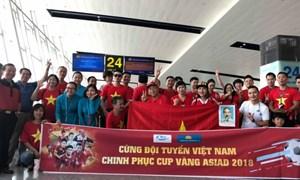 Trước trận U23 Việt Nam-Syria: Cổ động viên Việt Nam ùn ùn sang Indonesia, đỏ rực sân bay Nội Bài