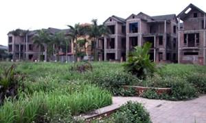 Gắn mác vỡ nợ để bán nhà đất