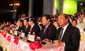 Trưởng Ban Kinh tế Trung ương Vương Đình Huệ tham dự Hội nghị Xúc tiến đầu tư và An sinh xã hội vùng Tây Bắc năm 2013