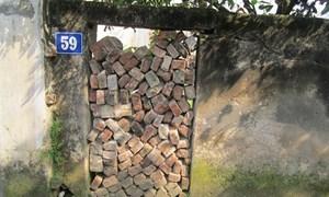 Long Biên, Hà Nội: Mất gần 200m2 đất, được bồi thường tiền…không mua nổi 2 m2 đất ở?