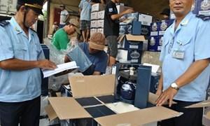 Tạm giữ trên 900 thiết bị điện tử cấm nhập khẩu