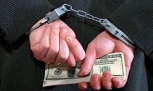Chế tài mạnh để chặn tiền bẩn