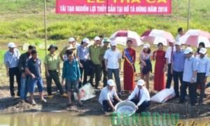Agribank Đắk Nông đã tổ chức thả cá tái tạo nguồn lợi thủy sản