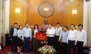 BHXH Việt Nam trao 2 tỷ đồng ủng hộ phòng, chống dịch Covid-19