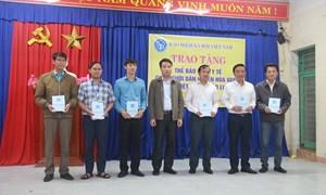 [Ảnh] BHXH Việt Nam với hành trình trao tặng thẻ BHYT tới người dân miền Trung