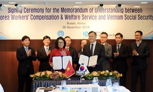 BHXH Việt Nam ký kết Bản ghi nhớ hợp tác với KCOMWEL