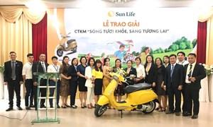 """Sun Life trao thưởng chương trình khuyến mãi """"Sống Tươi Khỏe, Sáng Tương Lai"""""""
